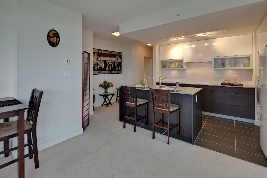 """Photo 5: Photos: 604 175 W 2ND Street in North Vancouver: Lower Lonsdale Condo for sale in """"VENTANA"""" : MLS®# V912477"""