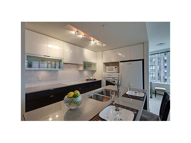 """Photo 2: Photos: 604 175 W 2ND Street in North Vancouver: Lower Lonsdale Condo for sale in """"VENTANA"""" : MLS®# V912477"""