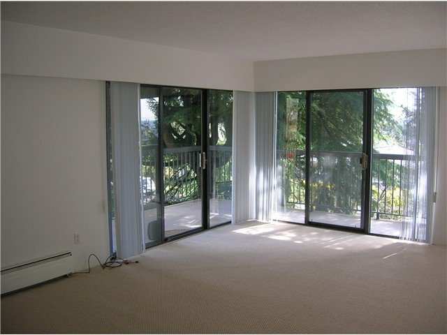 Photo 5: Photos: 205 2710 LONSDALE Avenue in North Vancouver: Upper Lonsdale Condo for sale : MLS®# V1056921