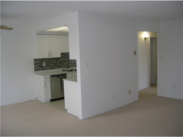 Photo 9: Photos: 205 2710 LONSDALE Avenue in North Vancouver: Upper Lonsdale Condo for sale : MLS®# V1056921