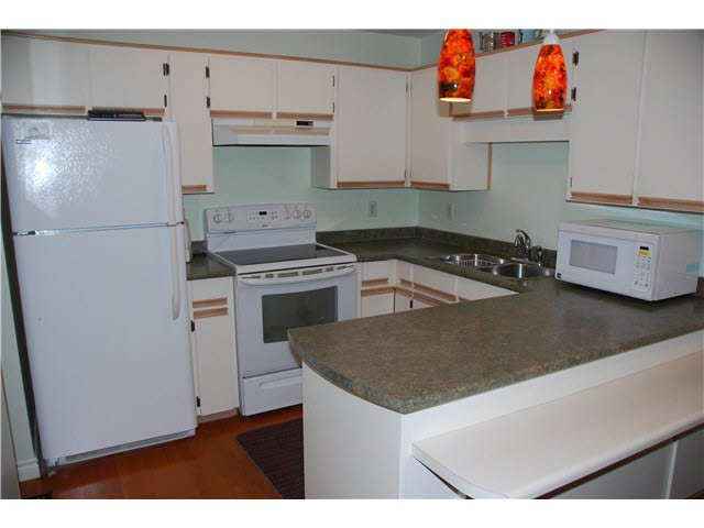 """Photo 8: Photos: 210 450 BROMLEY Street in Coquitlam: Coquitlam East Condo for sale in """"BROMLEY MANOR"""" : MLS®# V1110448"""