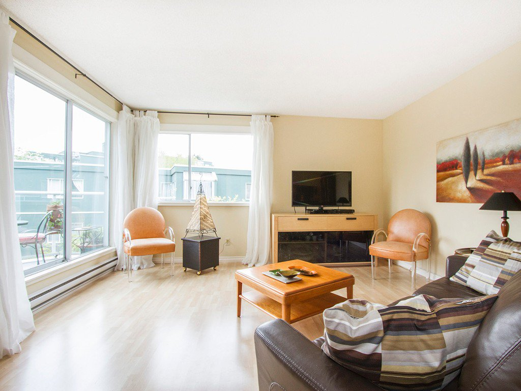 "Main Photo: 303 1540 MARINER Walk in Vancouver: False Creek Condo for sale in ""MARINER POINT"" (Vancouver West)  : MLS®# V1121673"