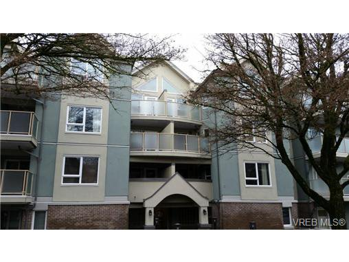 Main Photo: 403 2710 Grosvenor Rd in VICTORIA: Vi Oaklands Condo Apartment for sale (Victoria)  : MLS®# 717135
