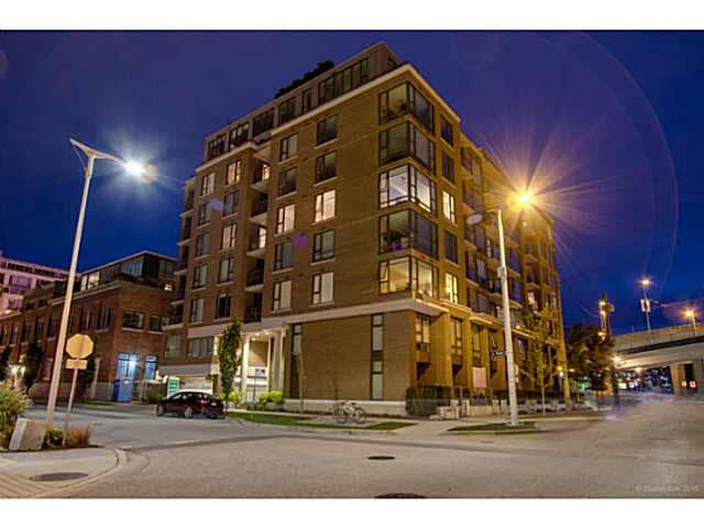 """Main Photo: 304 1919 WYLIE Street in Vancouver: False Creek Condo for sale in """"MAYNARDS BLOCK"""" (Vancouver West)  : MLS®# R2053136"""