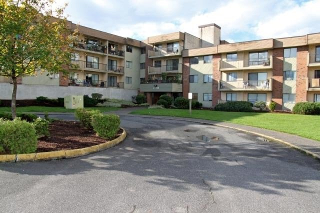 "Main Photo: 314 45598 MCINTOSH Drive in Chilliwack: Chilliwack W Young-Well Condo for sale in ""McIntosh Manor"" : MLS®# R2139806"