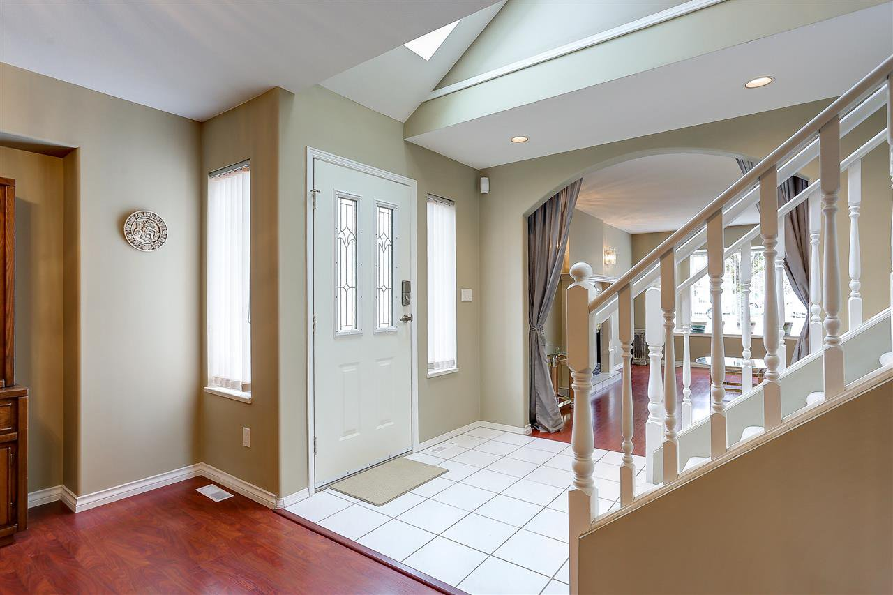 Photo 2: Photos: 12159 BLOSSOM Street in Maple Ridge: East Central House for sale : MLS®# R2152233