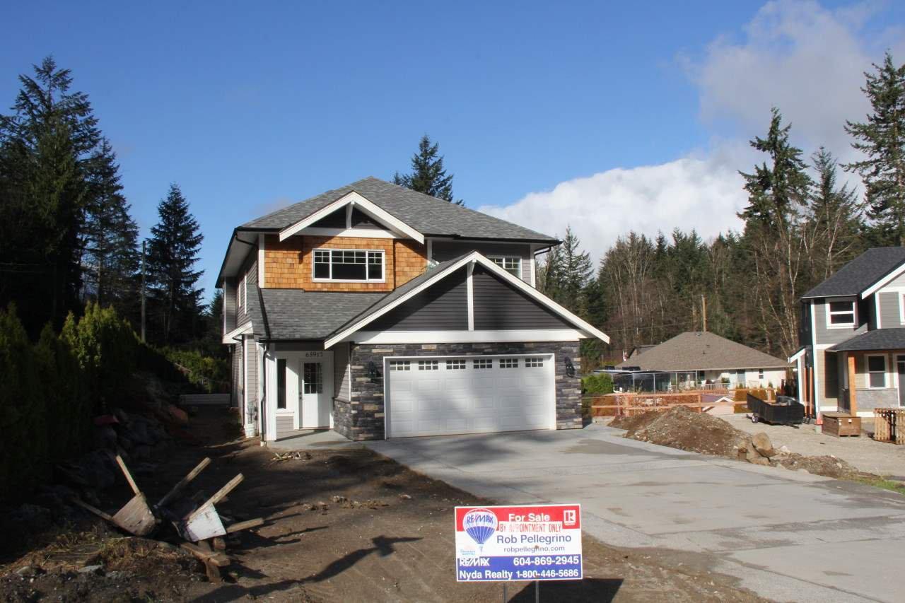 Main Photo: 65917 PINE Crescent in Hope: Hope Kawkawa Lake House for sale : MLS®# R2166758