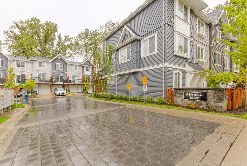 """Photo 3: Photos: 30 19128 65 Avenue in Surrey: Clayton Townhouse for sale in """"Brookside"""" (Cloverdale)  : MLS®# R2166831"""