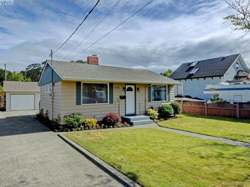 Main Photo: 1716 Albert Ave in VICTORIA: Vi Jubilee House for sale (Victoria)  : MLS®# 768168