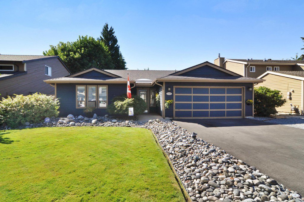 "Main Photo: 1129 CORNWALL Drive in Port Coquitlam: Lincoln Park PQ House for sale in ""LINCOLN PARK"" : MLS®# R2205146"