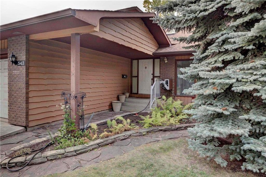 Photo 3: Photos: 543 WOODPARK Crescent SW in Calgary: Woodlands House for sale : MLS®# C4136852