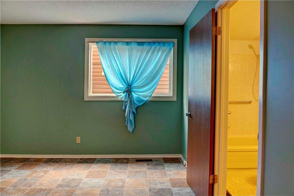 Photo 21: Photos: 543 WOODPARK Crescent SW in Calgary: Woodlands House for sale : MLS®# C4136852