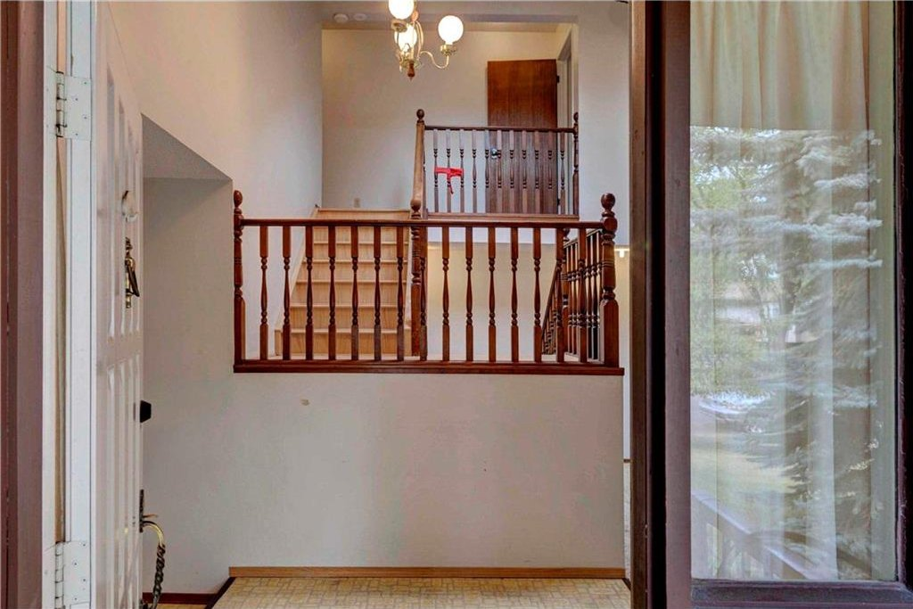 Photo 4: Photos: 543 WOODPARK Crescent SW in Calgary: Woodlands House for sale : MLS®# C4136852