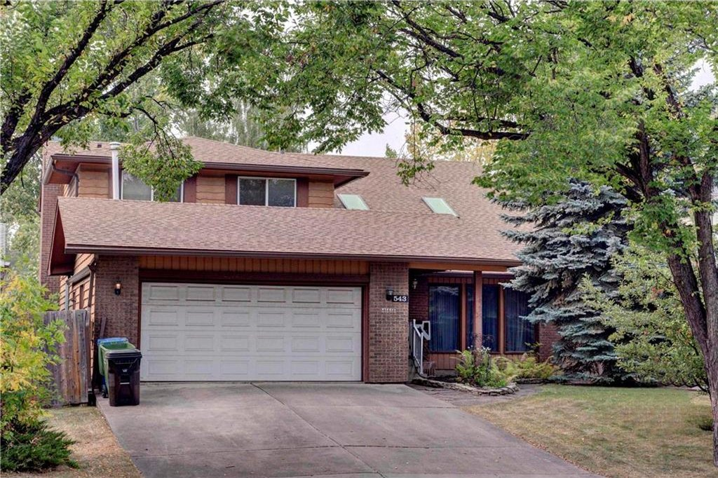 Photo 2: Photos: 543 WOODPARK Crescent SW in Calgary: Woodlands House for sale : MLS®# C4136852