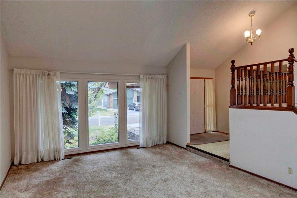 Photo 7: Photos: 543 WOODPARK Crescent SW in Calgary: Woodlands House for sale : MLS®# C4136852