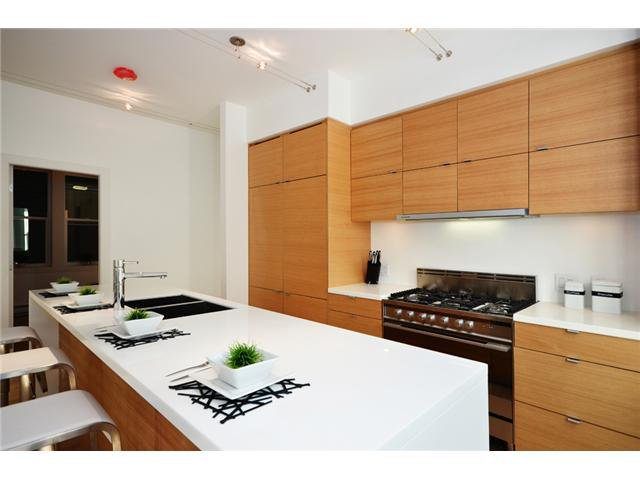 "Main Photo: 1562 COMOX ST in Vancouver: West End VW Condo for sale in ""C & C"" (Vancouver West)  : MLS®# V908972"