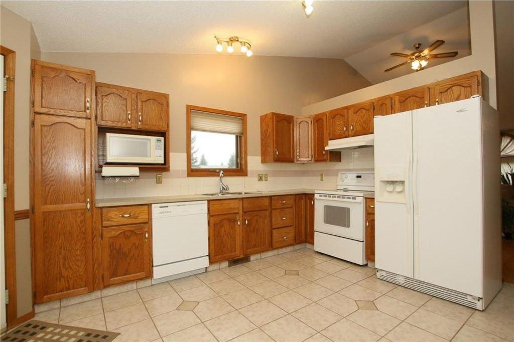 Photo 16: Photos: 2 WEST ANDISON Close: Cochrane House for sale : MLS®# C4141938