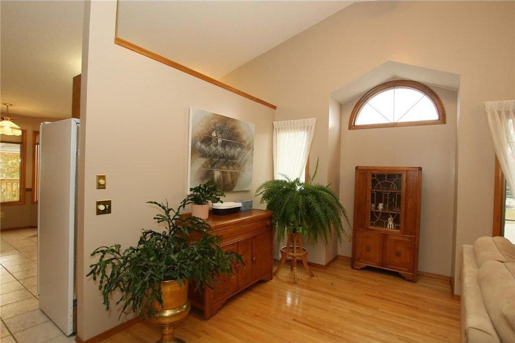 Photo 13: Photos: 2 WEST ANDISON Close: Cochrane House for sale : MLS®# C4141938