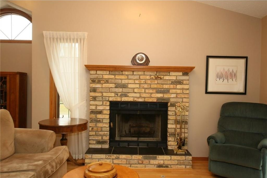 Photo 6: Photos: 2 WEST ANDISON Close: Cochrane House for sale : MLS®# C4141938