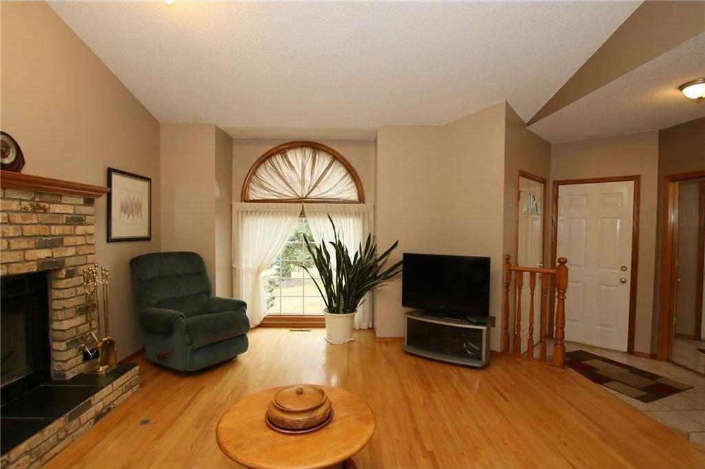 Photo 9: Photos: 2 WEST ANDISON Close: Cochrane House for sale : MLS®# C4141938