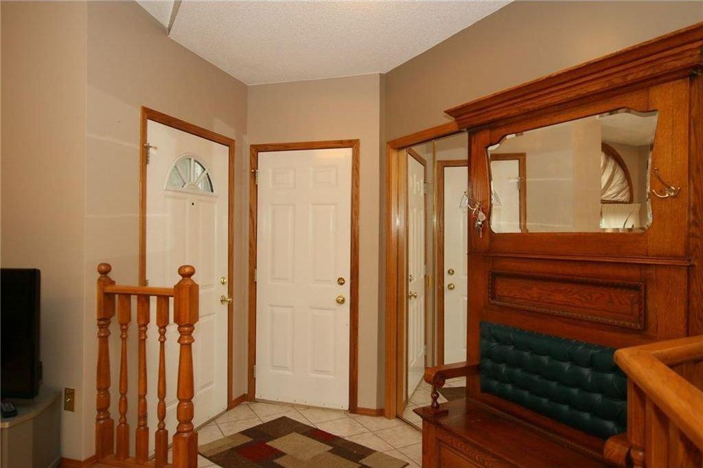 Photo 2: Photos: 2 WEST ANDISON Close: Cochrane House for sale : MLS®# C4141938