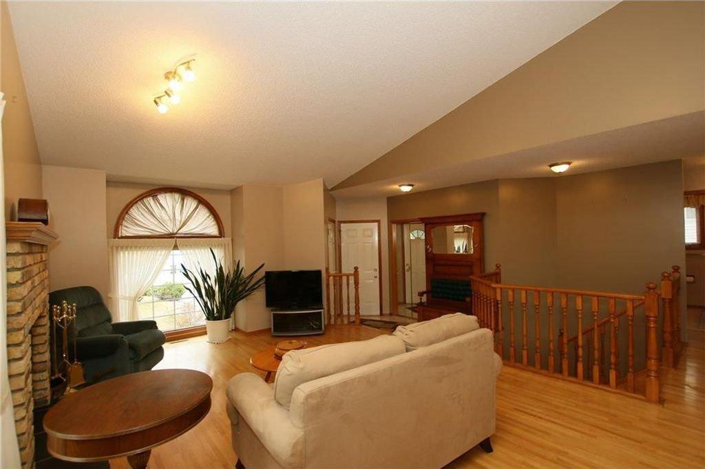 Photo 10: Photos: 2 WEST ANDISON Close: Cochrane House for sale : MLS®# C4141938