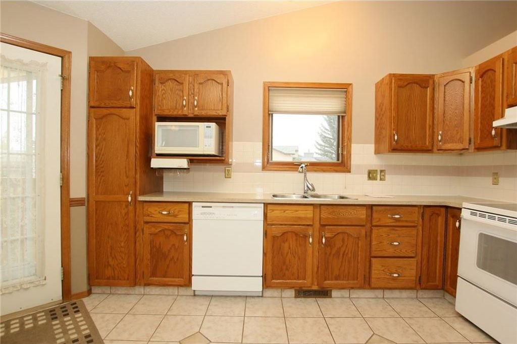 Photo 15: Photos: 2 WEST ANDISON Close: Cochrane House for sale : MLS®# C4141938