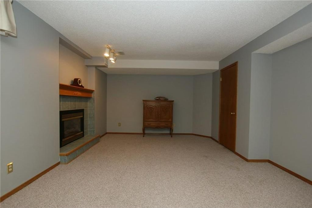 Photo 30: Photos: 2 WEST ANDISON Close: Cochrane House for sale : MLS®# C4141938