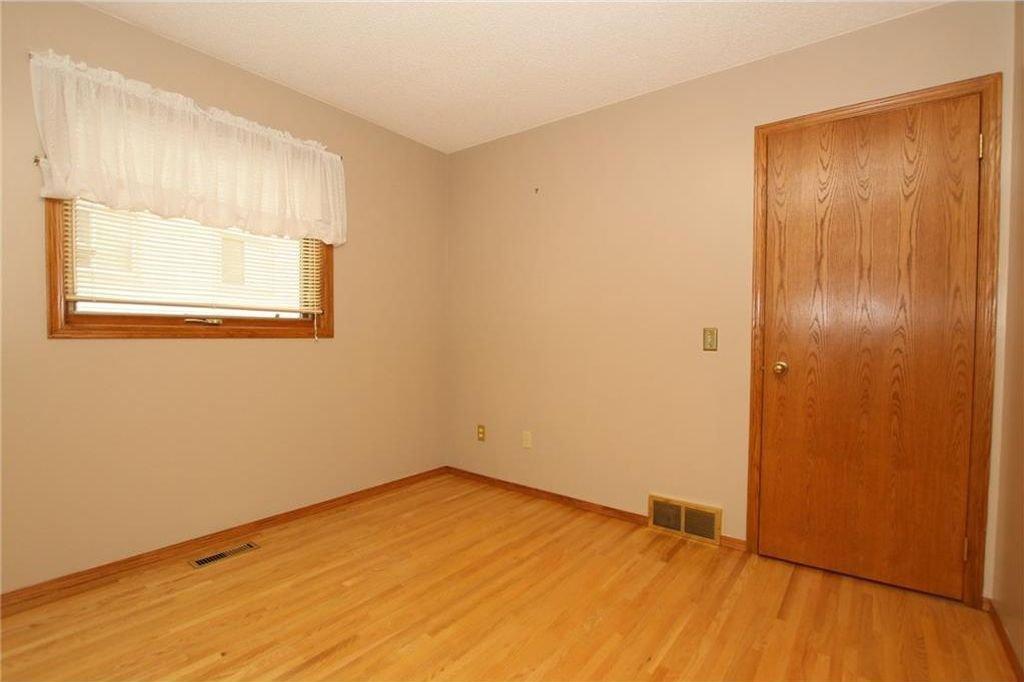 Photo 24: Photos: 2 WEST ANDISON Close: Cochrane House for sale : MLS®# C4141938