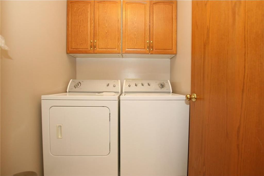 Photo 18: Photos: 2 WEST ANDISON Close: Cochrane House for sale : MLS®# C4141938