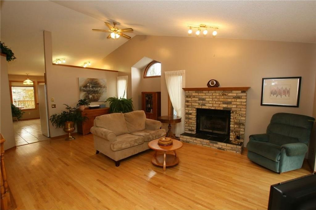 Photo 3: Photos: 2 WEST ANDISON Close: Cochrane House for sale : MLS®# C4141938