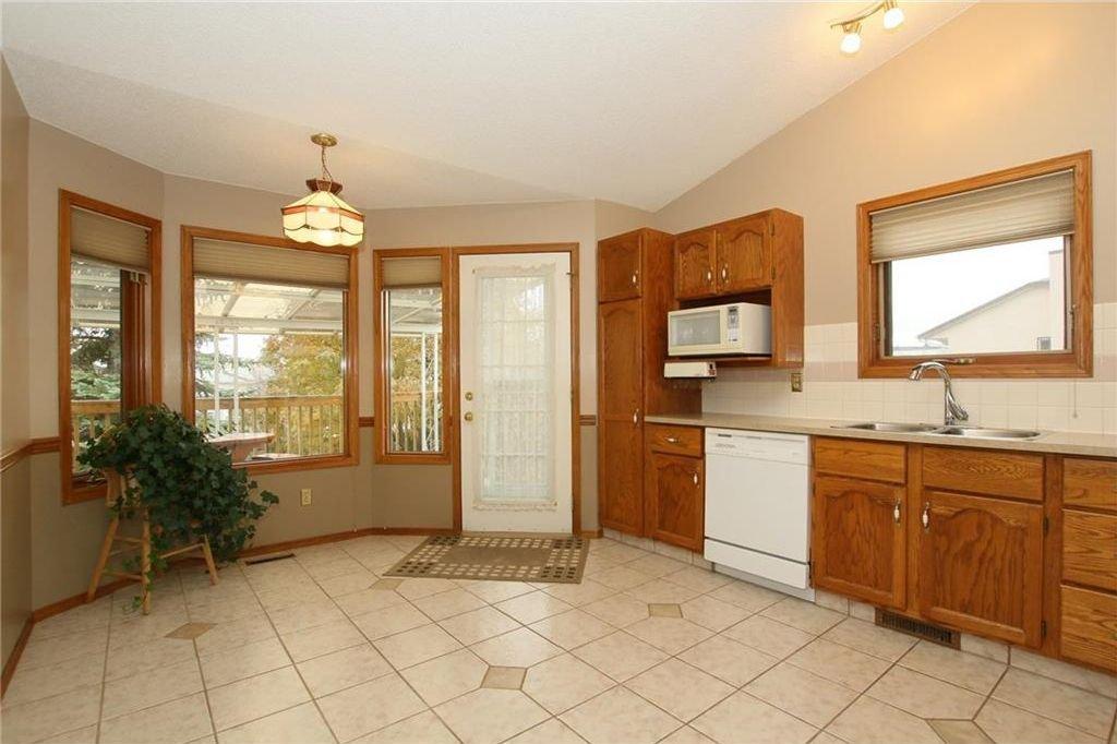 Photo 14: Photos: 2 WEST ANDISON Close: Cochrane House for sale : MLS®# C4141938