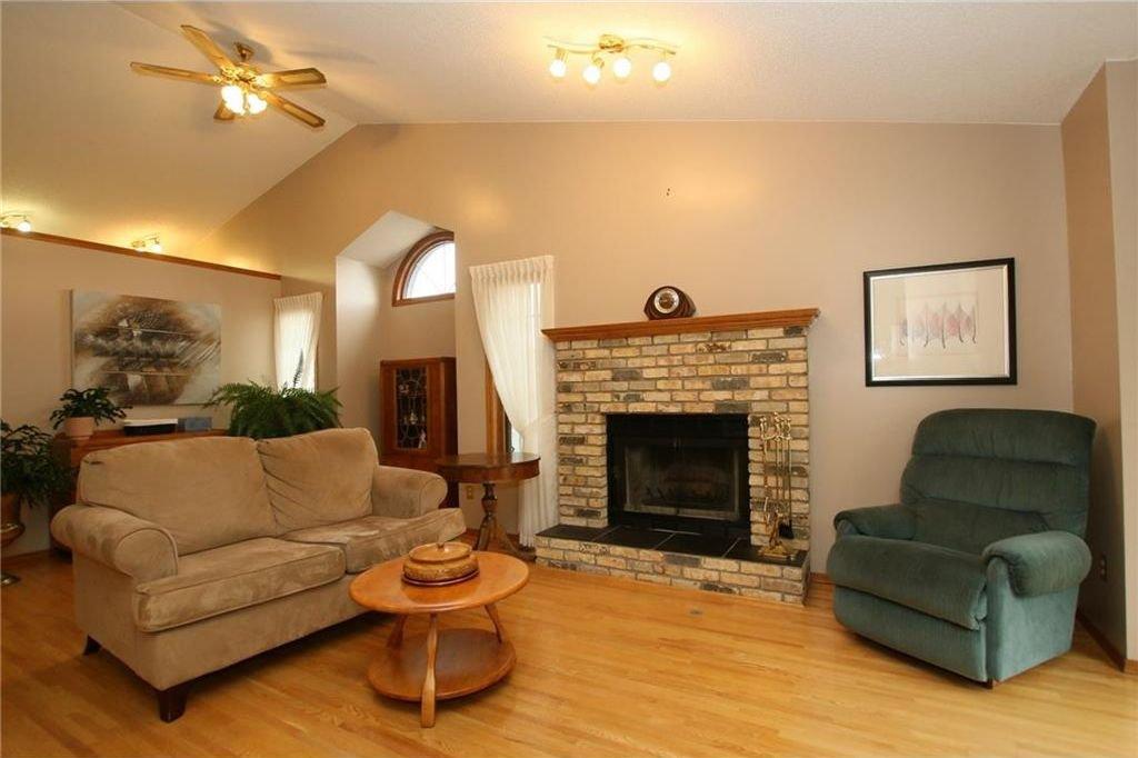 Photo 4: Photos: 2 WEST ANDISON Close: Cochrane House for sale : MLS®# C4141938