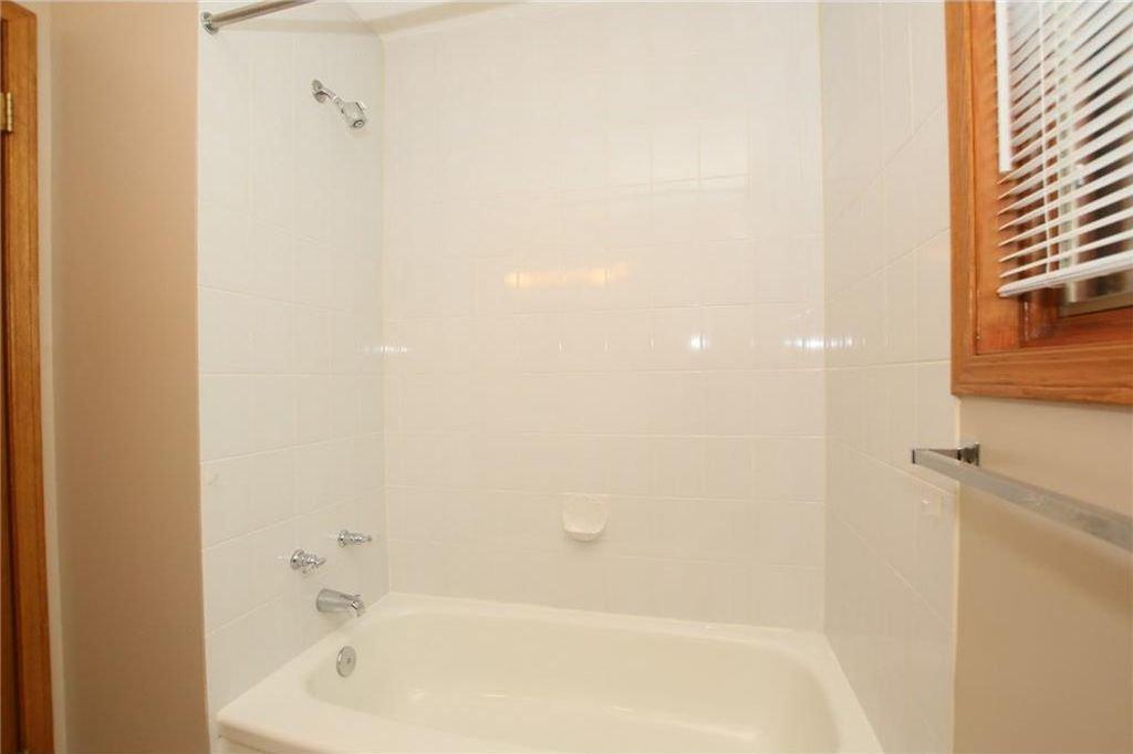 Photo 23: Photos: 2 WEST ANDISON Close: Cochrane House for sale : MLS®# C4141938