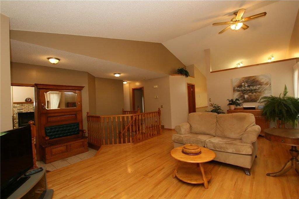 Photo 11: Photos: 2 WEST ANDISON Close: Cochrane House for sale : MLS®# C4141938