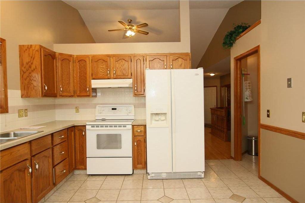 Photo 17: Photos: 2 WEST ANDISON Close: Cochrane House for sale : MLS®# C4141938