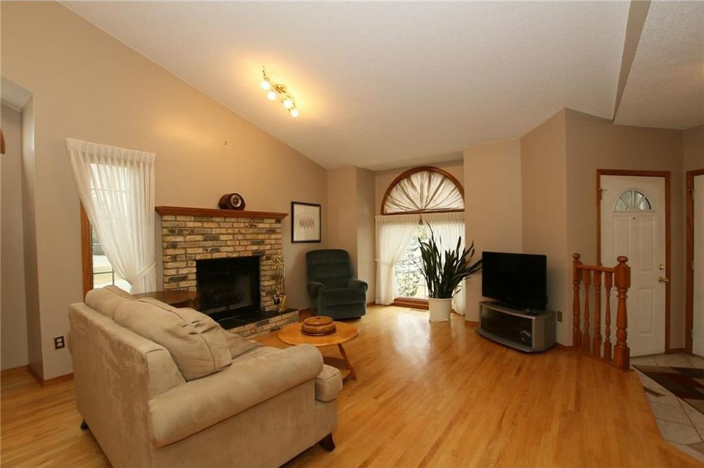 Photo 7: Photos: 2 WEST ANDISON Close: Cochrane House for sale : MLS®# C4141938