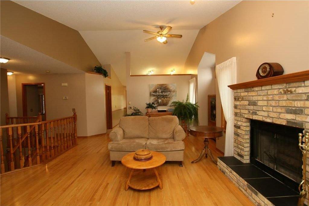 Photo 12: Photos: 2 WEST ANDISON Close: Cochrane House for sale : MLS®# C4141938