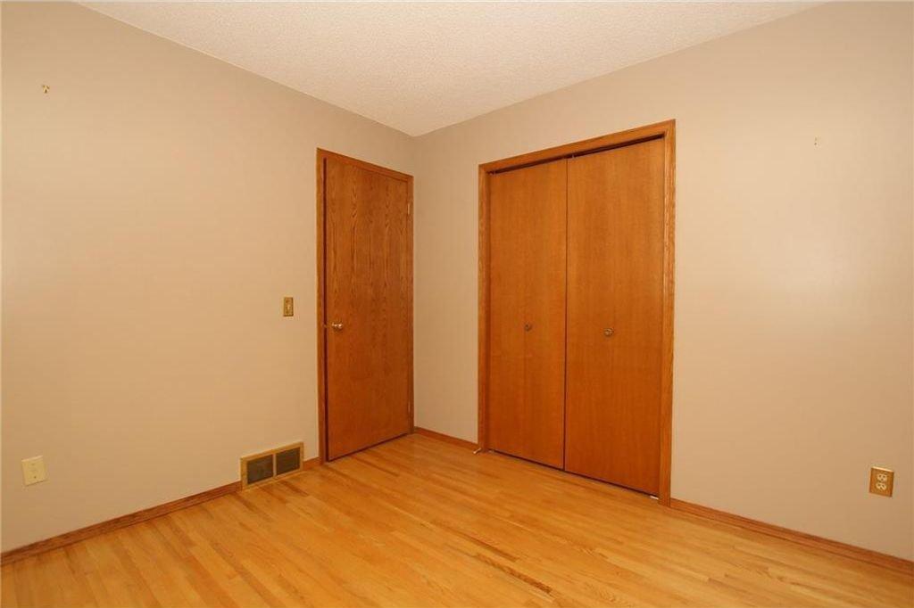 Photo 25: Photos: 2 WEST ANDISON Close: Cochrane House for sale : MLS®# C4141938