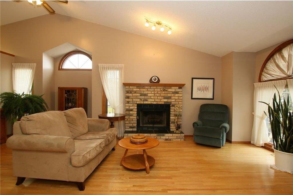 Photo 5: Photos: 2 WEST ANDISON Close: Cochrane House for sale : MLS®# C4141938