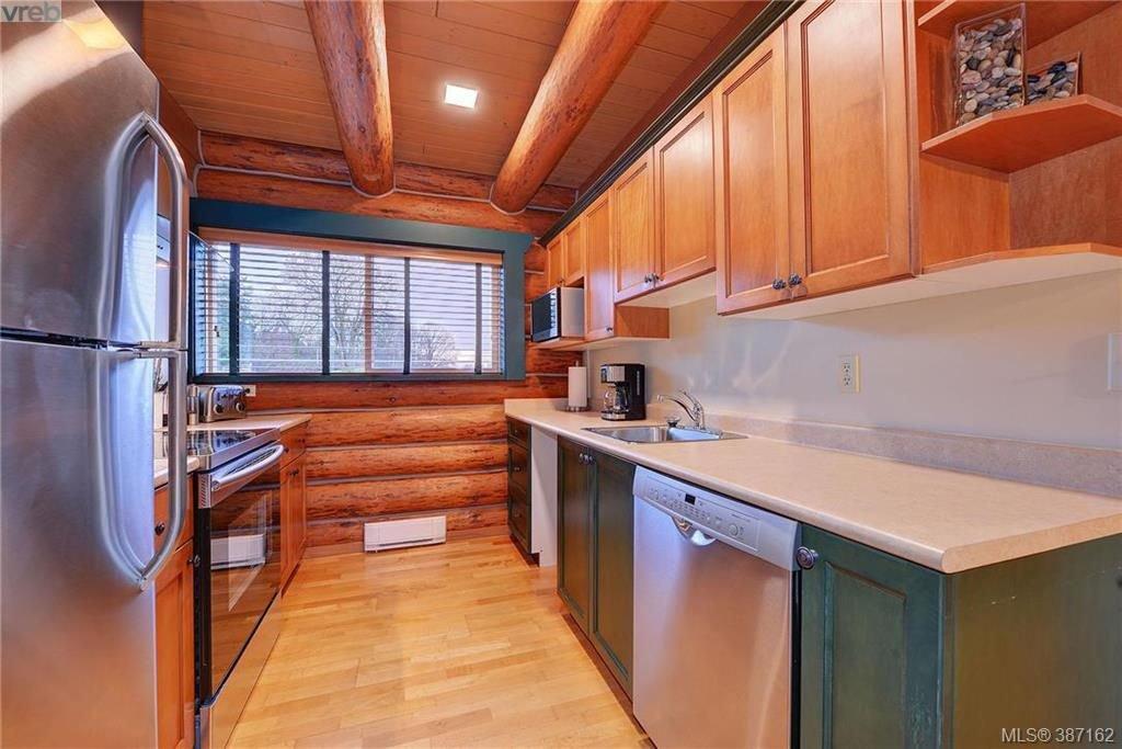 Photo 17: Photos: 4508 Blenkinsop Road in VICTORIA: SE Blenkinsop Single Family Detached for sale (Saanich East)  : MLS®# 387162