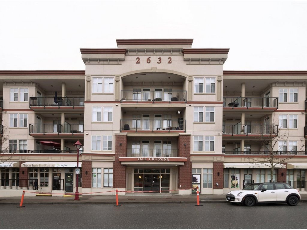 "Main Photo: 411 2632 PAULINE Street in Abbotsford: Central Abbotsford Condo for sale in ""Yale Crossing"" : MLS®# R2237258"