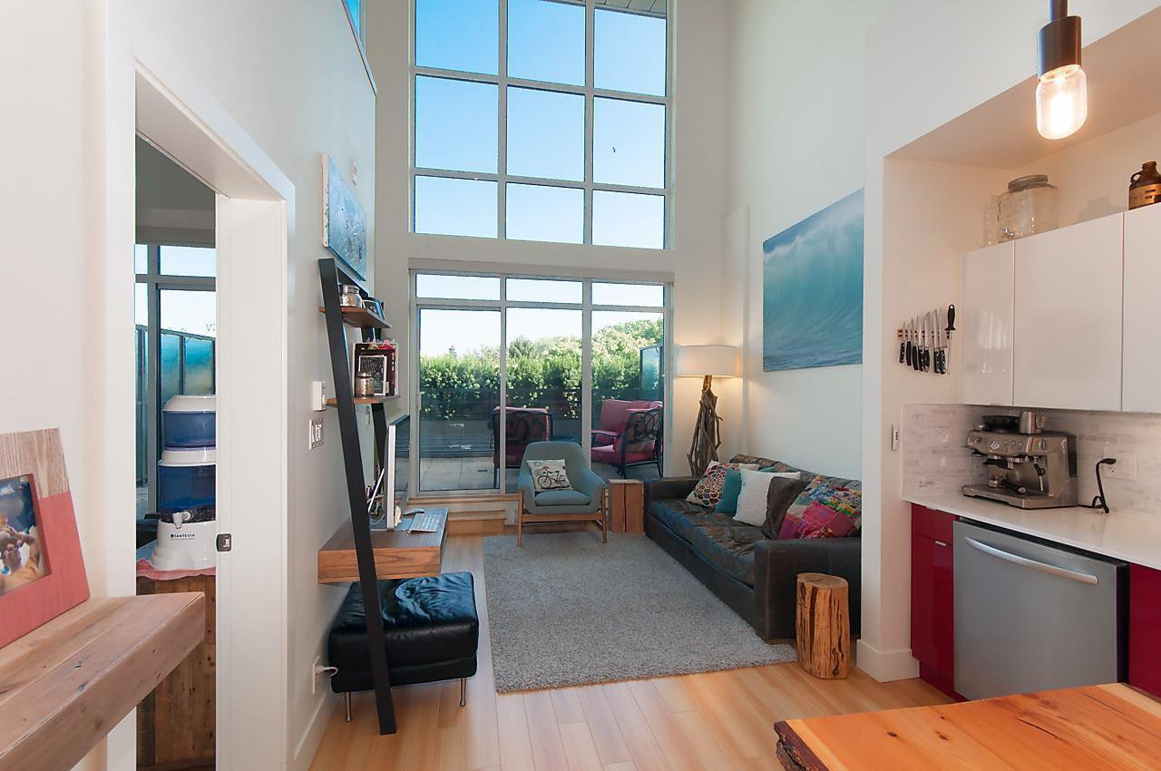 Main Photo: 405 2250 COMMERCIAL Drive in Vancouver: Grandview VE Condo for sale (Vancouver East)  : MLS®# R2115074