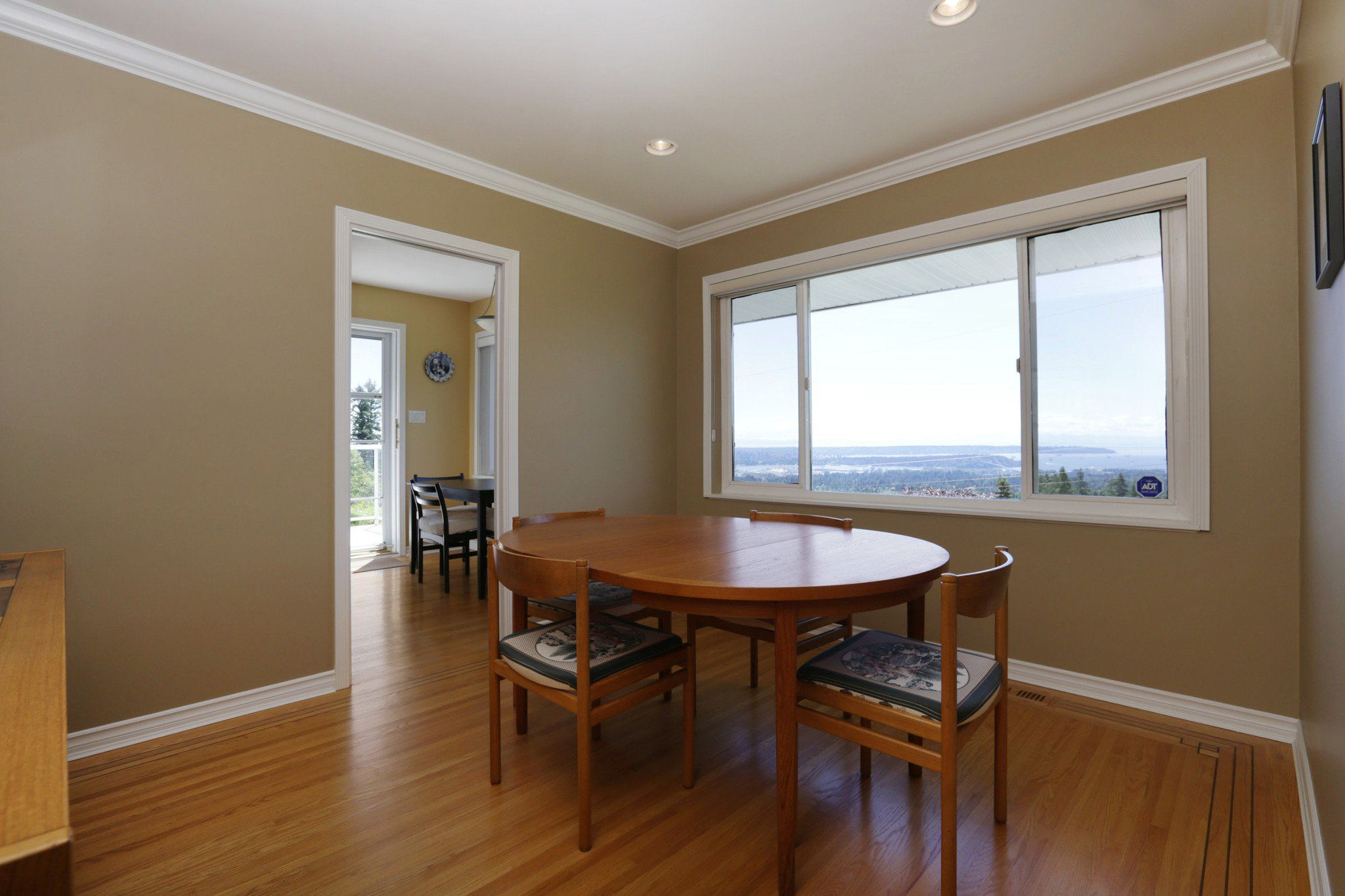 Photo 4: Photos: 372 VENTURA Crescent in North Vancouver: Upper Delbrook House for sale : MLS®# R2284717