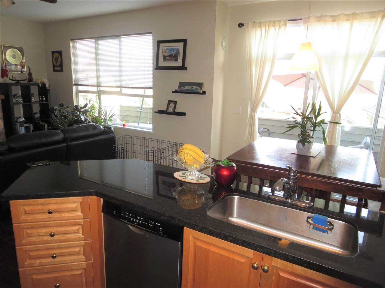 Photo 3: Photos: 2926 PANORAMA Drive in Coquitlam: Westwood Plateau Townhouse for sale : MLS®# R2293331