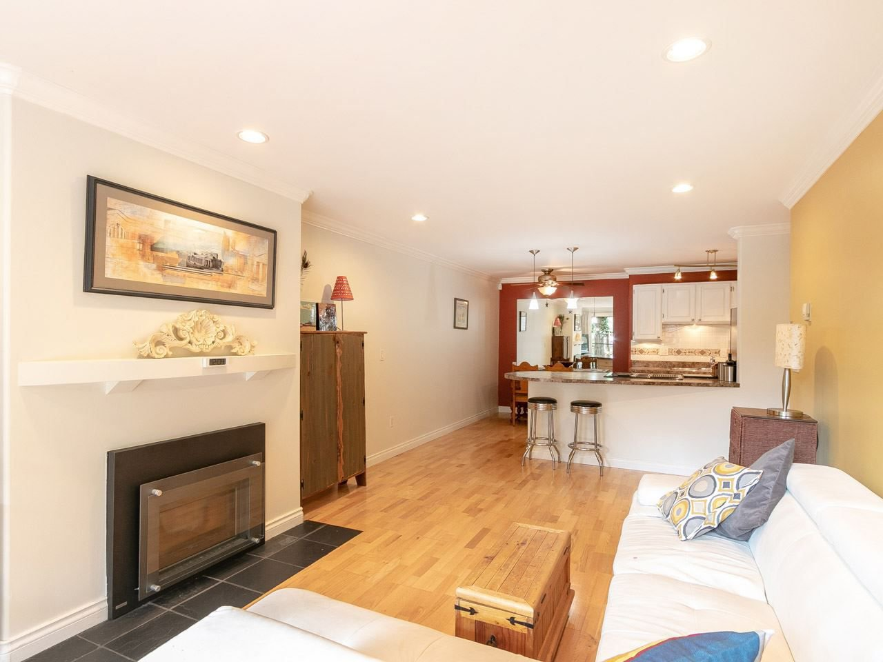 """Photo 5: Photos: 104 1516 CHARLES Street in Vancouver: Grandview VE Condo for sale in """"GARDEN TERRACE"""" (Vancouver East)  : MLS®# R2295886"""