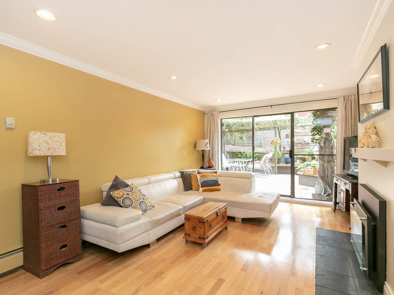"""Photo 4: Photos: 104 1516 CHARLES Street in Vancouver: Grandview VE Condo for sale in """"GARDEN TERRACE"""" (Vancouver East)  : MLS®# R2295886"""