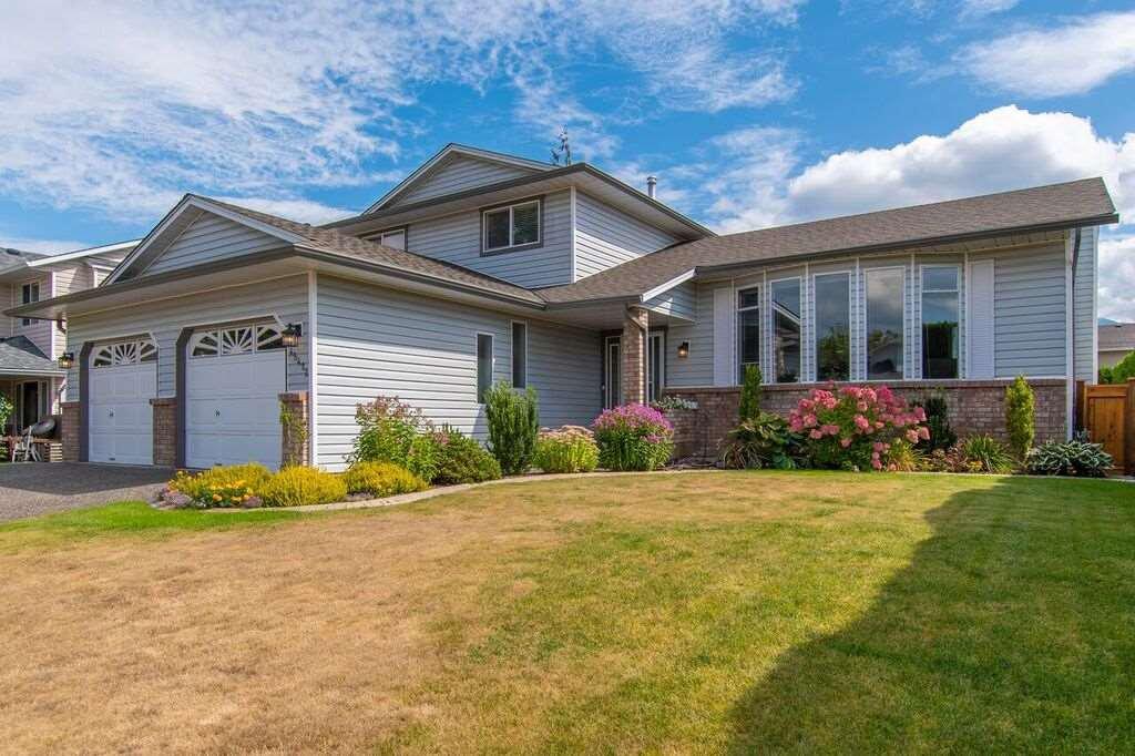 "Main Photo: 45412 BEECH NUT Avenue in Sardis: Sardis West Vedder Rd House for sale in ""Wells Landing"" : MLS®# R2301781"