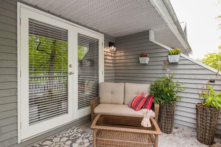 Photo 14: Photos: 1555 BOWSER Avenue in North Vancouver: Norgate Condo for sale : MLS®# R2370578