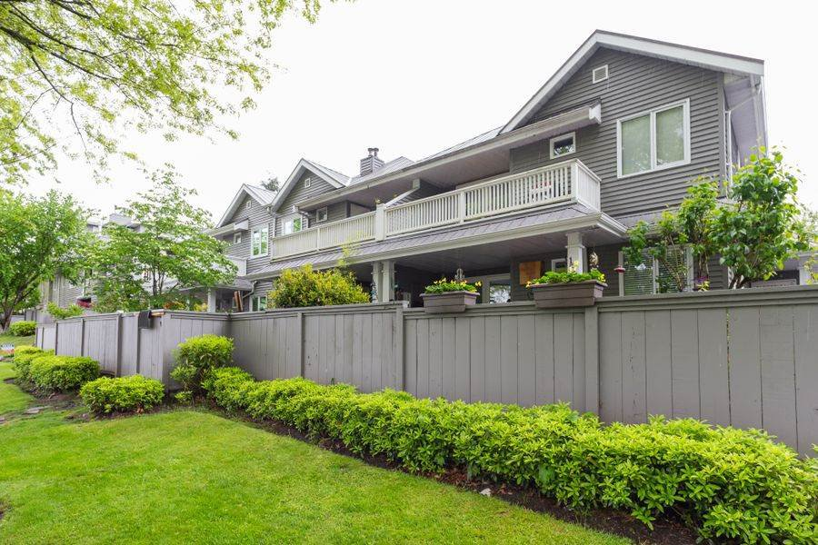 Photo 16: Photos: 1555 BOWSER Avenue in North Vancouver: Norgate Condo for sale : MLS®# R2370578